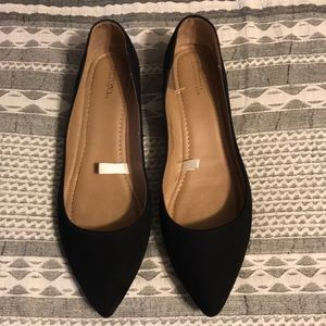 Pointy toe black sueded flats